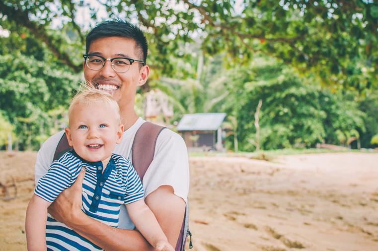 13-Malezja-wyspa Pangkor-z dzieckiem