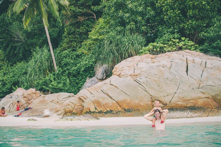 11a. Wyspy Parhentian-Besar-Malezja z dzieckiem