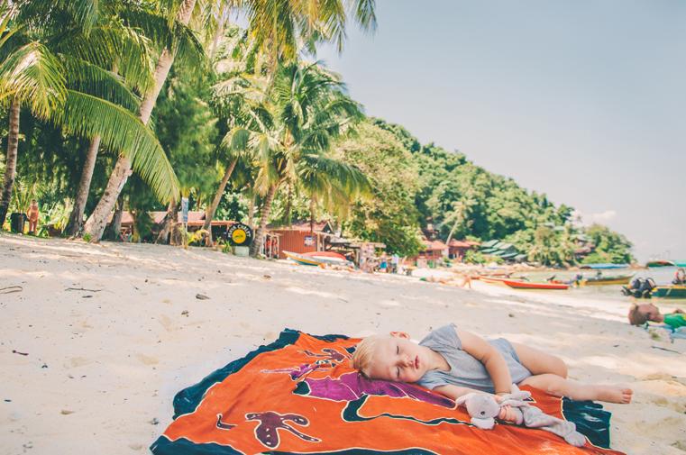 03. Wyspy Parhentian-Kecil-Malezja z dzieckiem