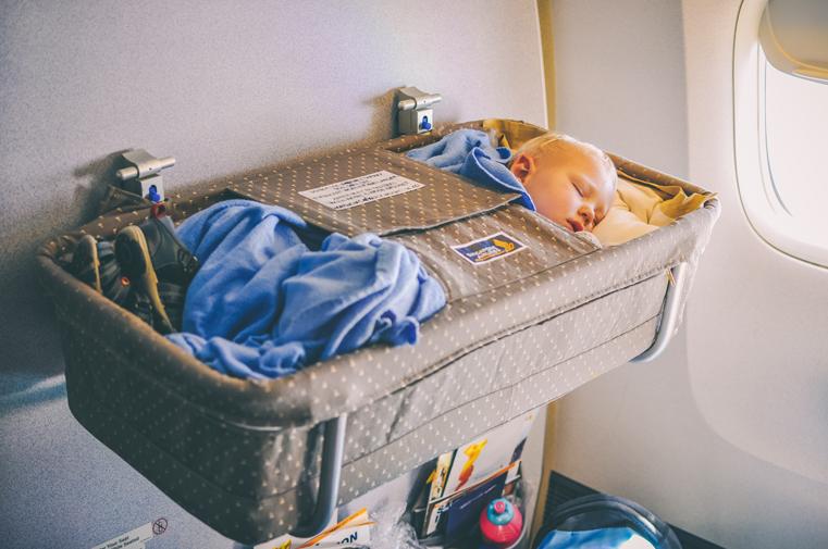 05.Lot samolotem z małym dzieckiem
