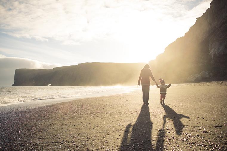 17a.Czarne plaze Islandii - Reynisdrangar - Dyrholaey - podroz z dzieckiem