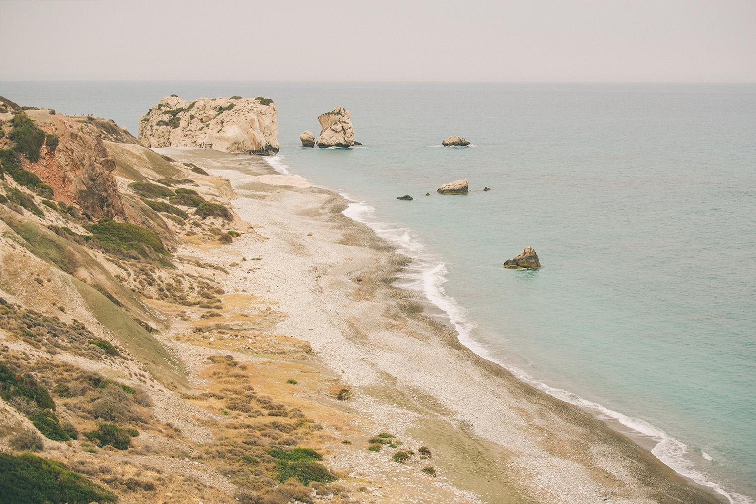 02a.Skala Afrodyty - kamienista plaza - Cypr z dzieckiem