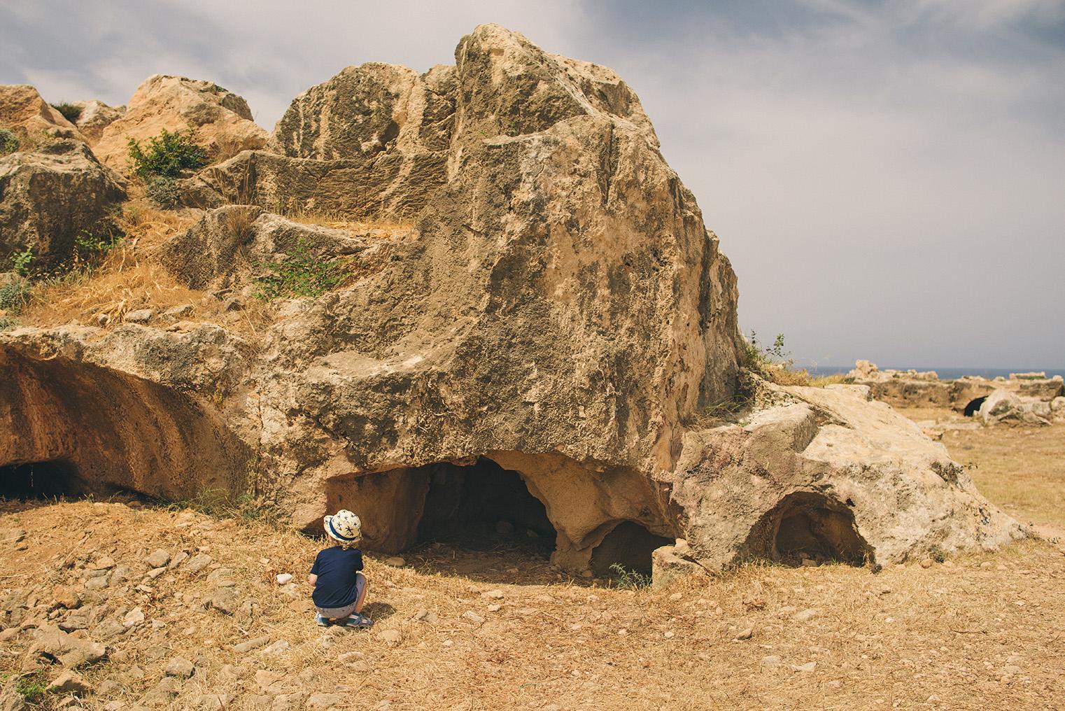 07.Groby Krolewskie Pafos - Cypr - podroz z dzieckiem