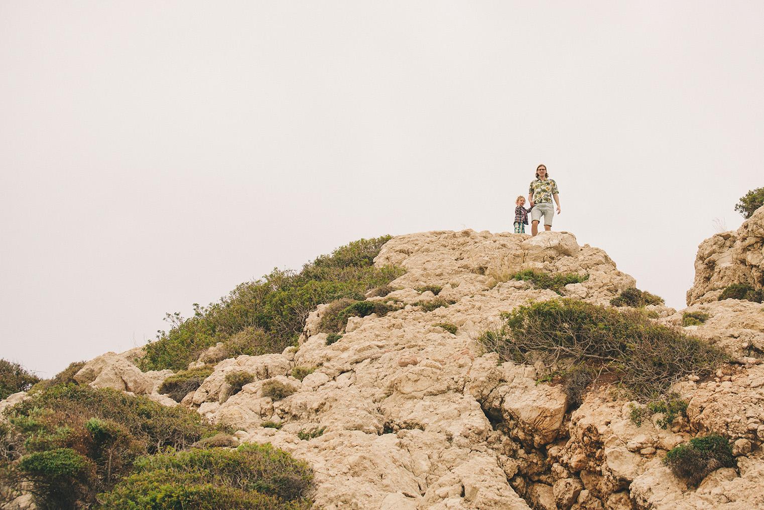 08.Skala Afrodyty - kamienista plaza - Cypr z dzieckiem