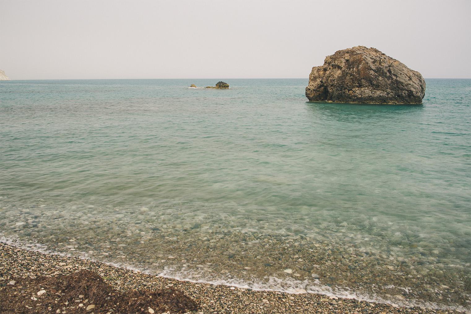 09.Skala Afrodyty - kamienista plaza - Cypr z dzieckiem.