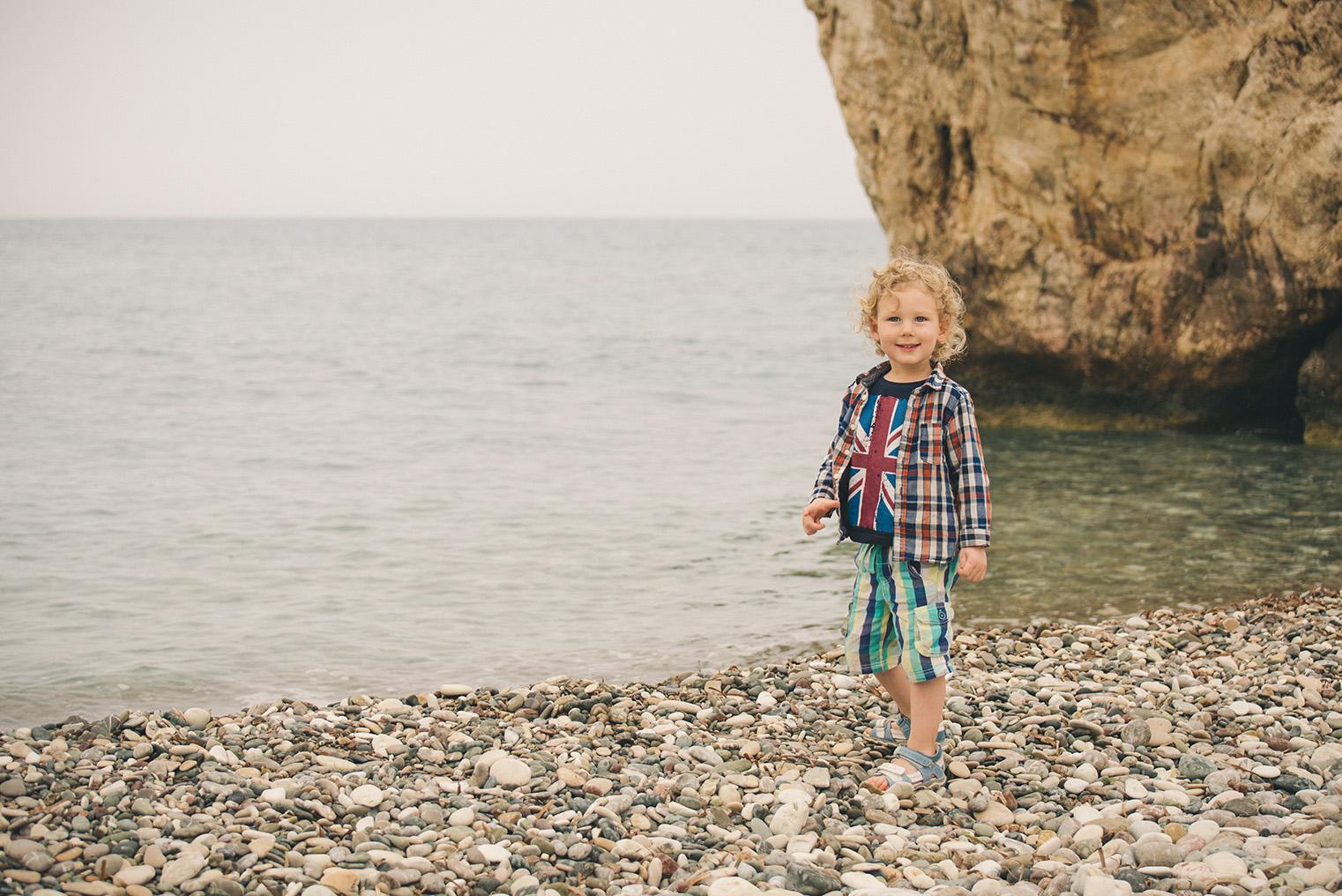 10.Skala Afrodyty - kamienista plaza - Cypr z dzieckiem