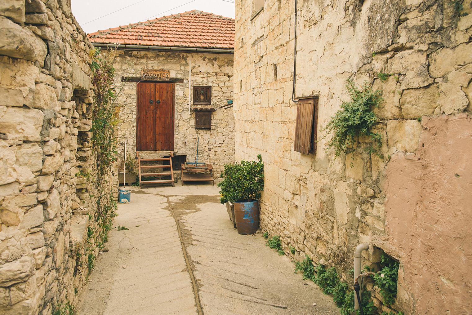 13b.Gory Troodos - Omodos -Wodospad Millomeris - Cypr z dzieckiem