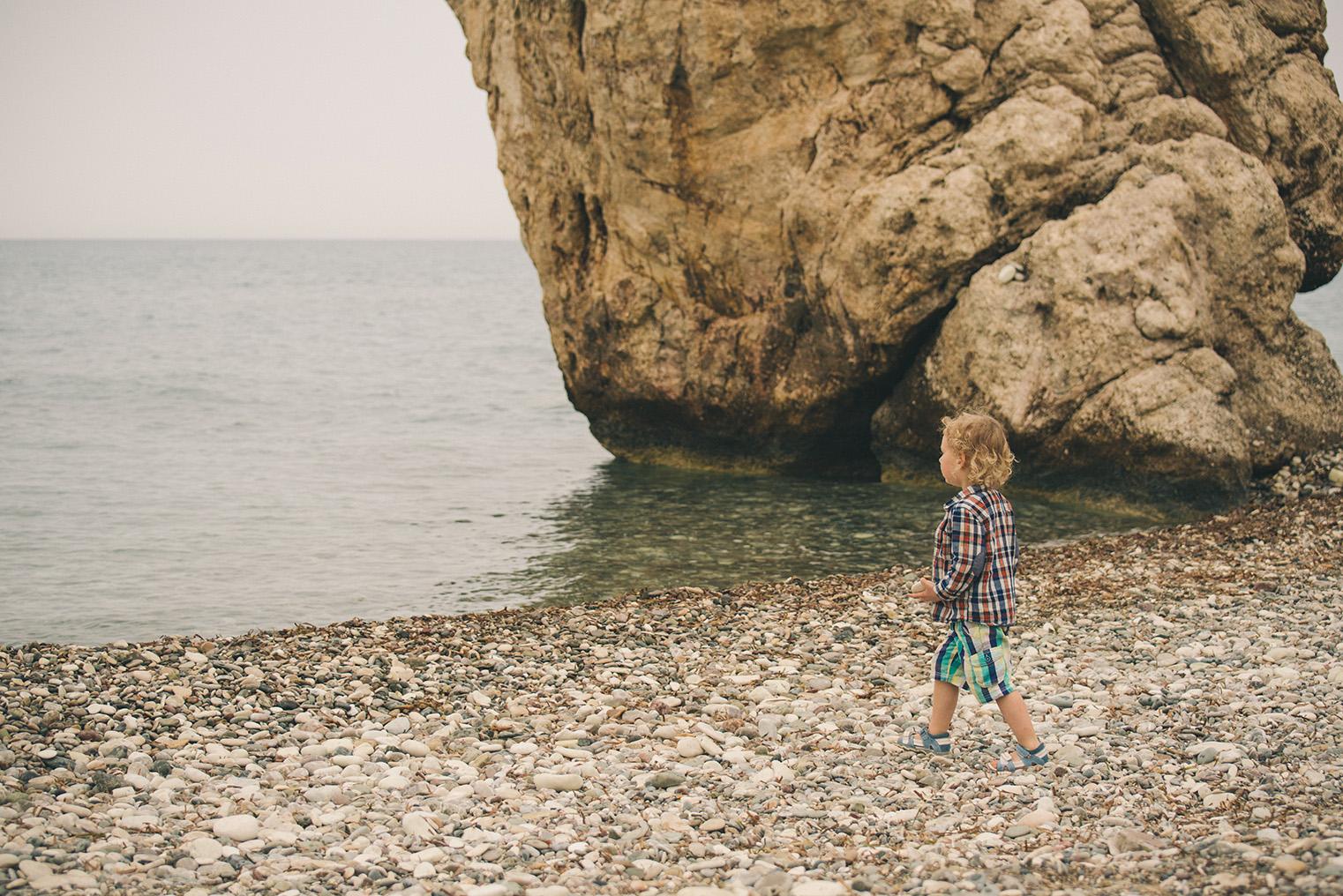 14.Skala Afrodyty - kamienista plaza - Cypr z dzieckiem.
